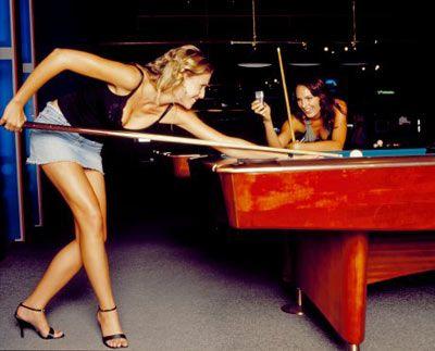 Herhangi bir oyunda uzmanlaşın. Poker, tenis, dart ya da her ne olursa. Önemli olan bir erkeği bu oyunlarda ezip geçmeniz. Bu sırada seksi kıyafetlerinizde üzerinizde olacak tabii.